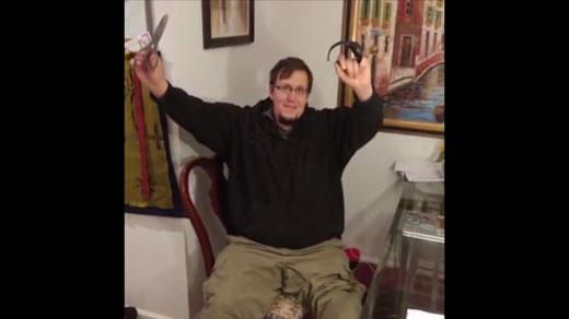 Robert Davis removing ankle braclet after full pardoning from Gov. McAuliffe