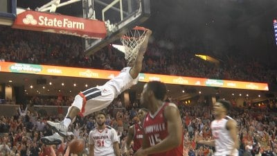 Devon Hall Dunks on Louisville
