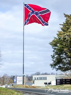 Confederate flag along Route 60 (Photo courtesy http://vaflaggers.blogspot.com / Judy Smith)