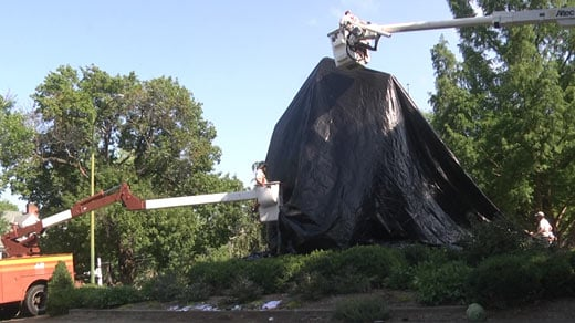 Crews putting a new tarp over the Lee statue