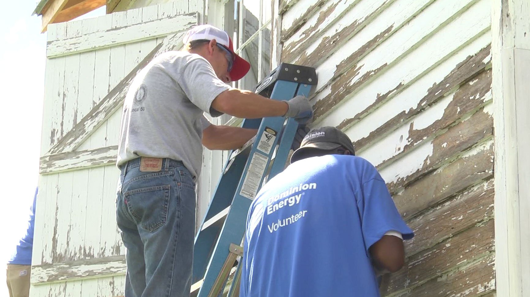 Volunteers with Dominion Energy
