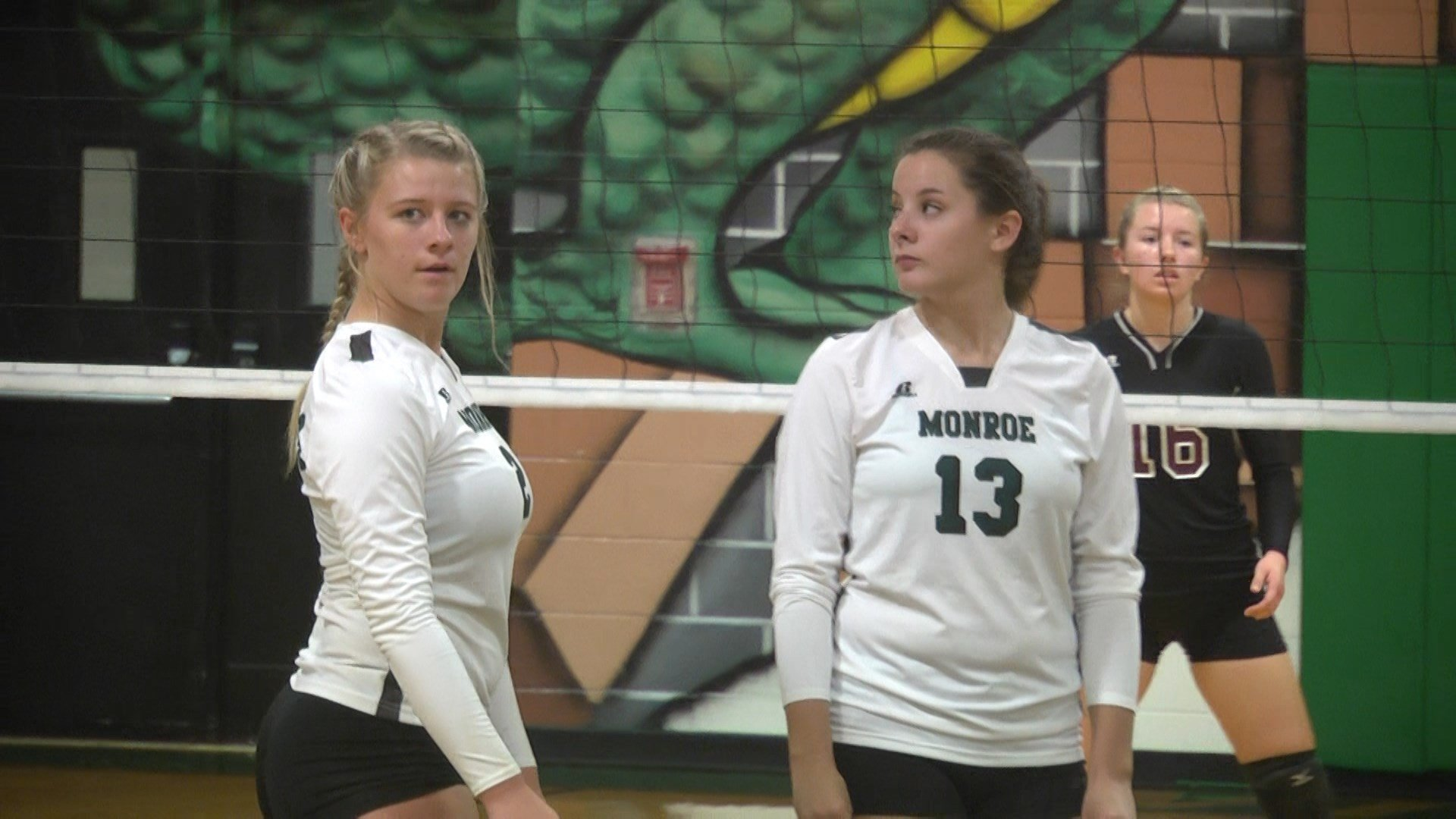 William Monroe volleyball lost to Warren 3-0