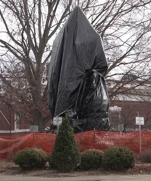 Lee statue in Emancipation Park
