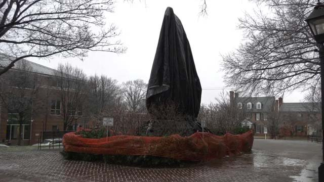 Replaced shroud over Robert E. Lee statue