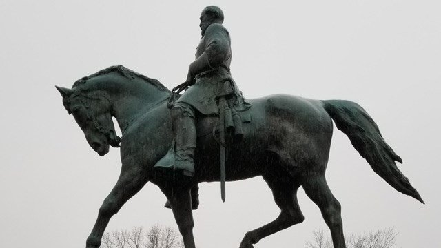 Robert E. Lee statue in Emancipation Park