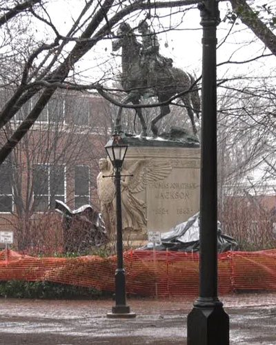 Man charged after removing tarps from Lee and Jackson statues in Charlottesville
