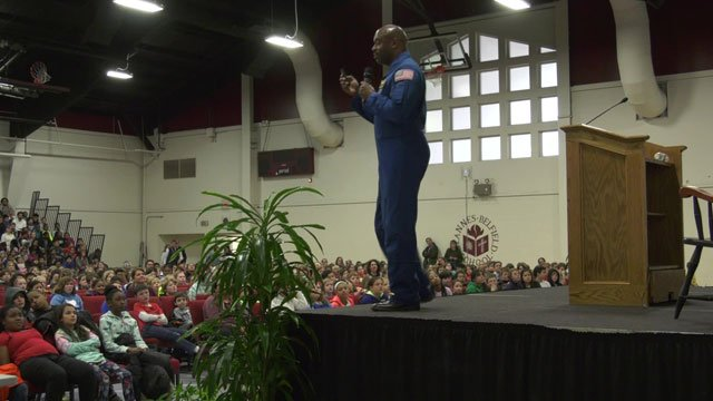 Leland Melvin spoke to STAB students on March 20