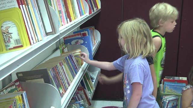 A van is bringing books conveniently to kids over the summer