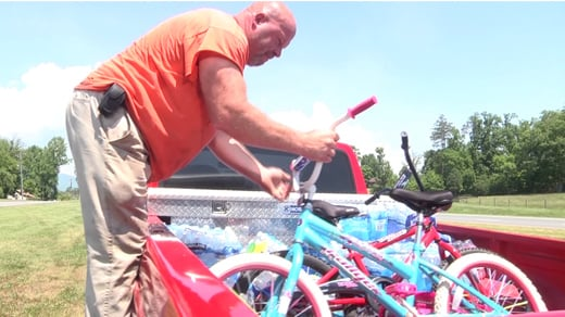 Rodney Shifflett loading donations to take to Oklahoma