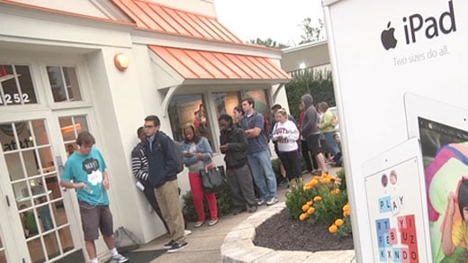 Line at AT&T for new iPhone release