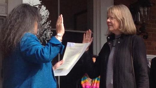 Kristin Szakos takes oath of office