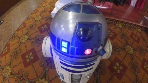 R2 D2 Greets Star Wars Fans At Waynesboro Theater Wvir