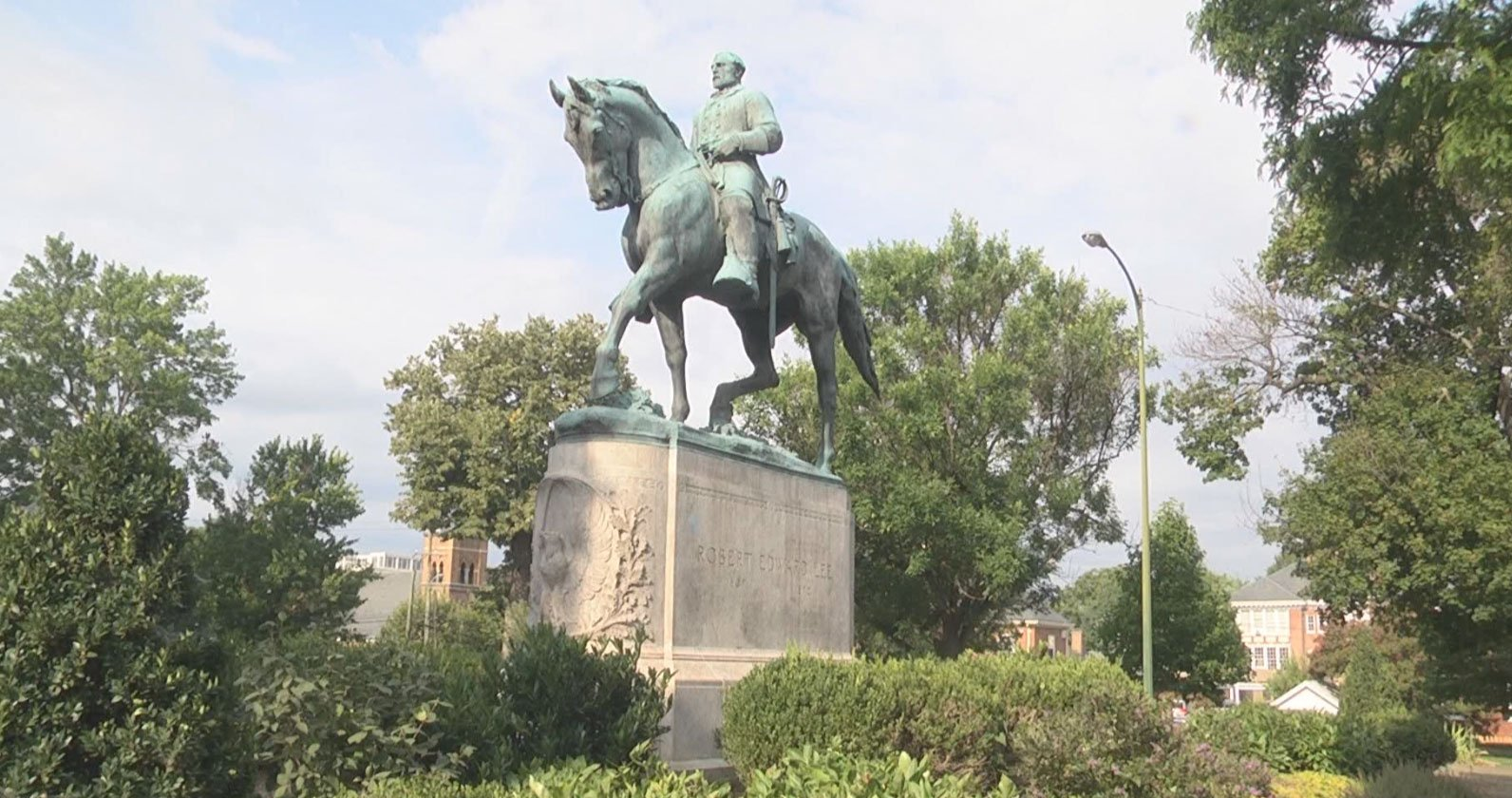 Lee Statue the day after it was uncovered by an unknown person