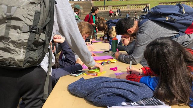 UVA students writing letters of support to victims of the Tree of Life shooting