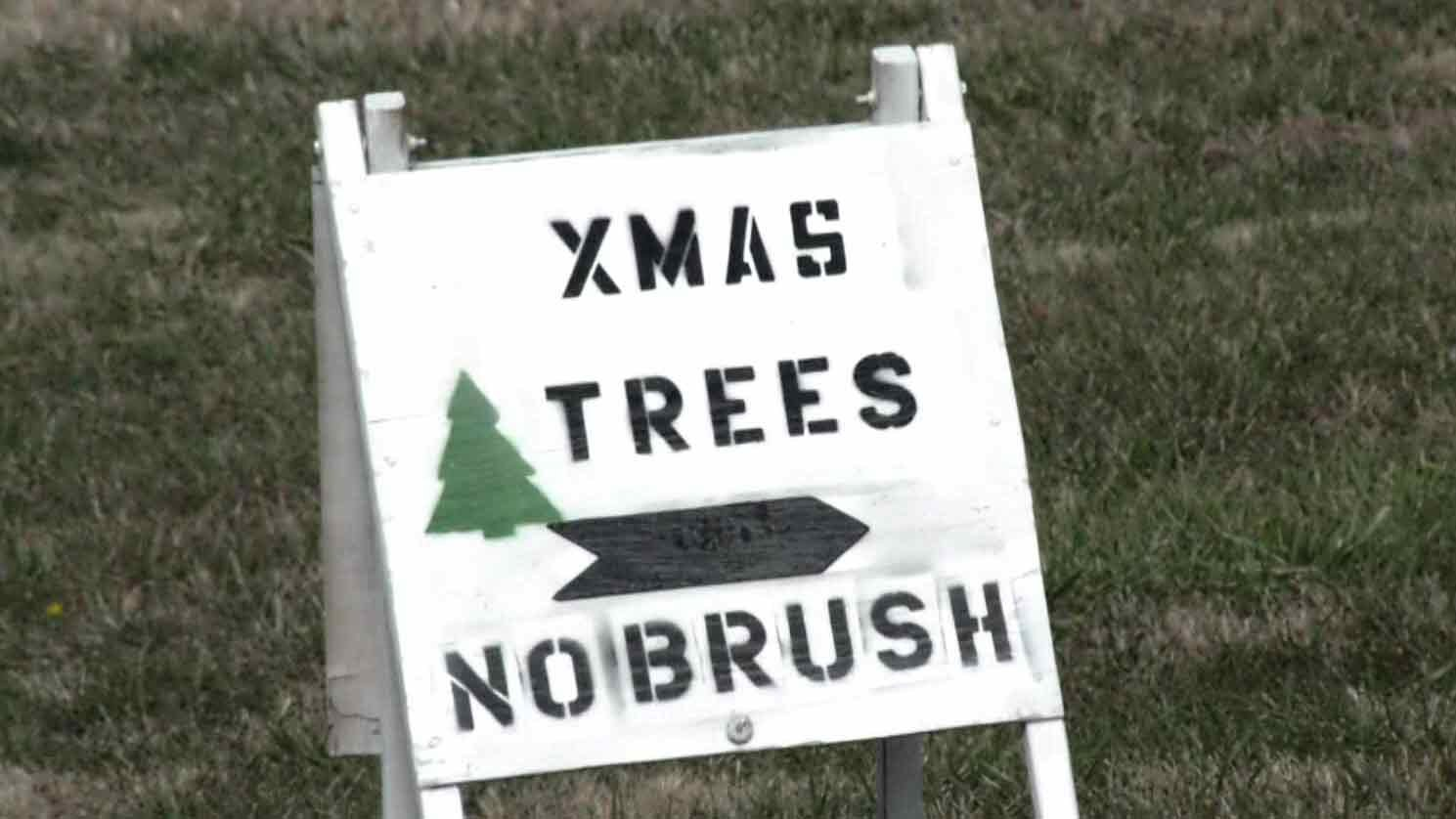 'No Brush' sign outside Darden Towe Park.