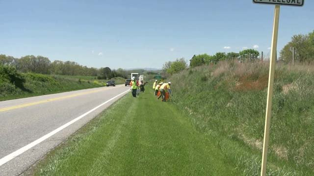 Groups Clean Up Roadside Trash in Weyers Cave
